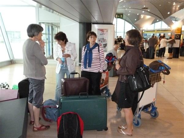 Nous sommes à l'aéroport et il est 14:20. Tous sont là et nous embarquons !
